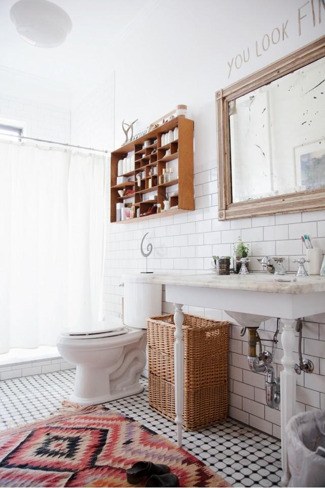 Bathroom cleaning, freshen up your bathroom, bathroom tips, how to freshen up your bathroom, easy ways to clean your bathroom, popular pin, cleaning tips, DIY cleaning tips. #bathroom #bathroomcleaning #cleaning #cleaninghacks #cleanhome #cleaningtips #bathroomcleaningtips