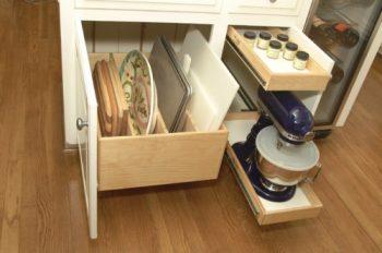 10 Ways to Organize Baking Pans5