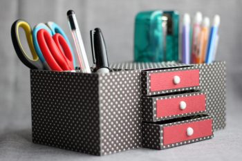 12 Easy Ways to Organize a Desk2