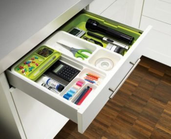 12 Easy Ways to Organize a Desk9