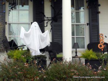 13 Spooky Halloween Porch Decorations