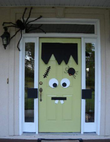 13 Spooky Halloween Porch Decorations5