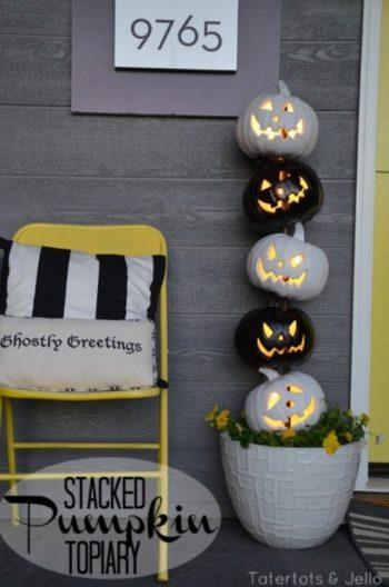 13 Spooky Halloween Porch Decorations6