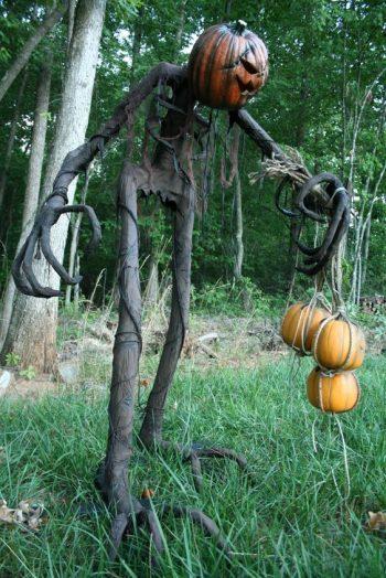 13 Spooky Halloween Porch Decorations8