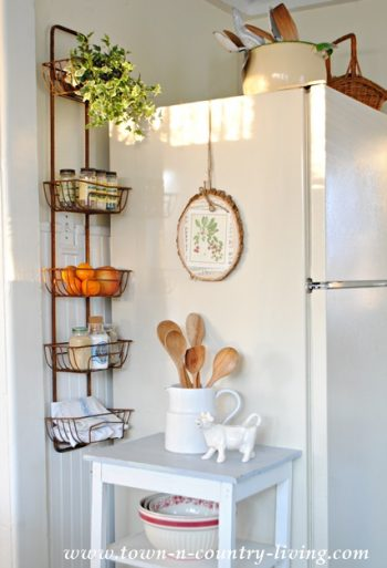 10 Ways to Completely Organize Your Tiny Kitchen10