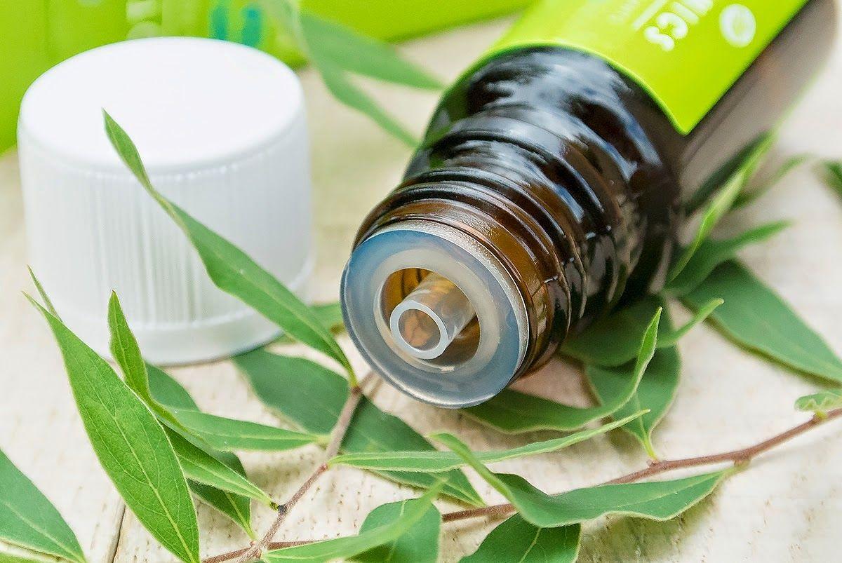 Essential oils, essential oil basics, cleaning naturally, natural cleaning hacks, cleaning with essential oils, essential oils cleaning tips.