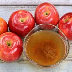 Apple Cider Vinegar, How to Use Apple Cider Vinegar, Uses for Apple Cider Vinegar, How to USe Apple Cider Vinegar, Things to Do With Apple Cider Vinegar, Apple Cider Vinegar Hacks, Popular Pin