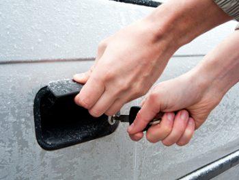 12 Genius Winter Car Cleaning Hacks11