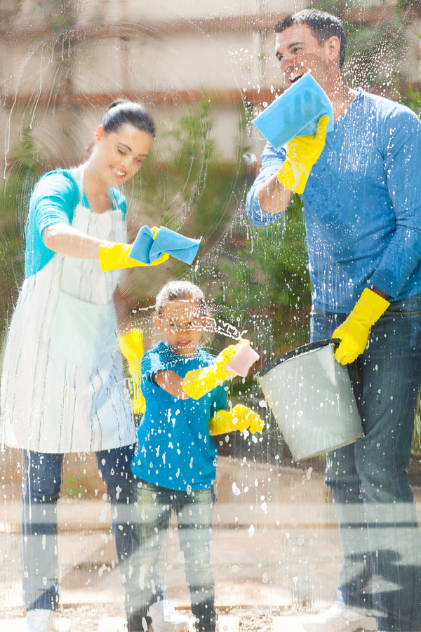Clean windows fast- A mom, dad and daughter washing the outside of their windows