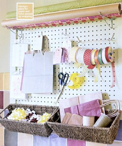 How to organize gift wrapping supplies for the holiday season.| Organize Gift Wrap, Gift Wrap Hacks, Organization, Organization Tips, Home Organization, Declutter Your Home, How to Declutter Your Home #Organization #HomeOrganization #ClutterFree