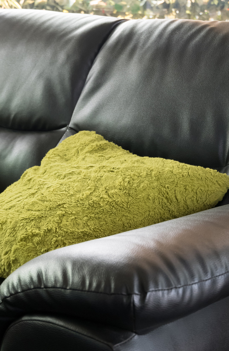 Cleaning a leather couch can be tough!!! Learn how to clean a leather couch like a pro!