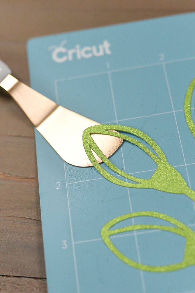 How to Clean Your Cricut Cutting Mat | Cricut, Cleaning, Cleaning Tips, Cleaning Hacks, Cricut Ideas, Cricut Projects