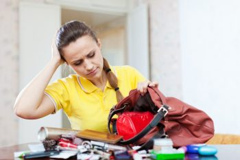 Cluttered bag? Time for purse organizers! Here is a list of ideas for organizing your purse stat! Don't worry about misplacing your things in clutter ever again!