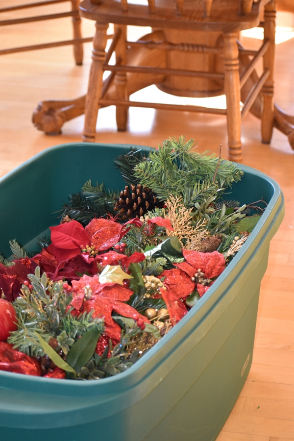 Organize Decorations | organize | holiday organization | christmas in july | organize your christmas decor | christmas decorations | organization