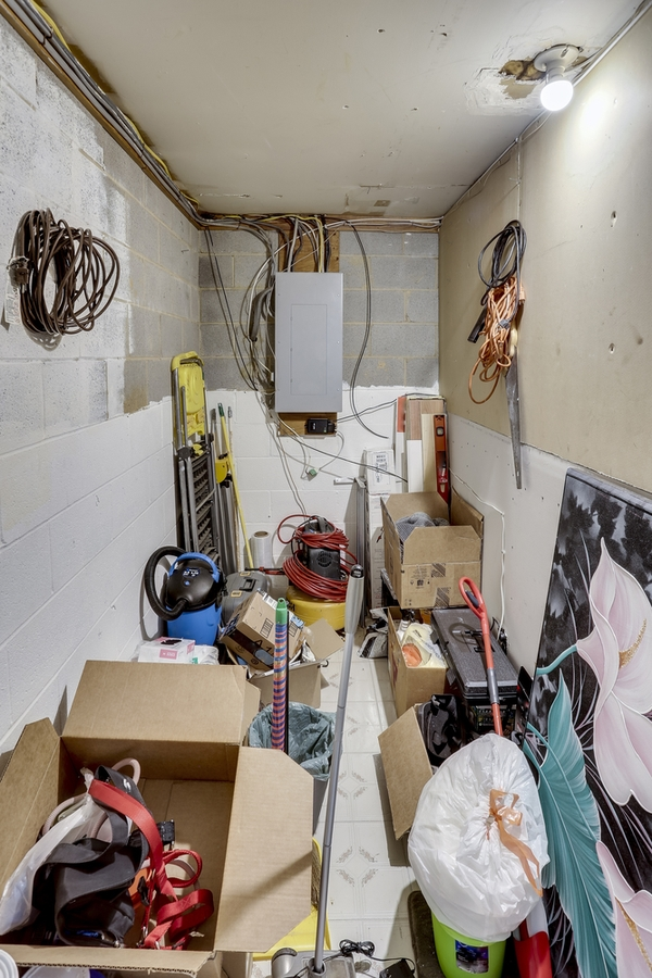 Unorganized Storage Unit