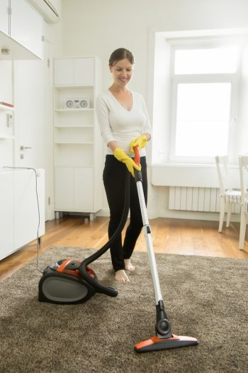 Clean the Vacuum Brush Roller | cleaning | tips and tricks | roller brush | vacuum | cleaning tips | vacuum tips