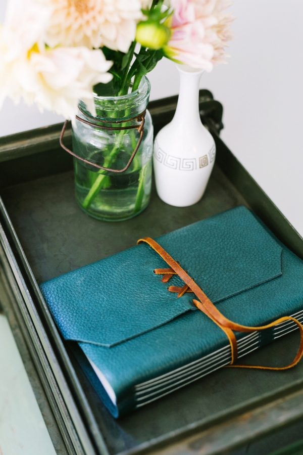 Giving a planner to your friend is a perfect way to help them get organized. For more organizing gifts, look here. Your friends will thank you!