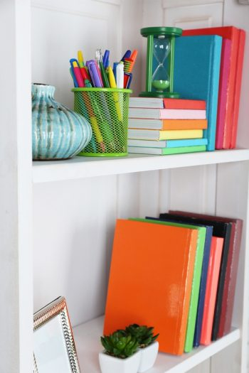 If you have a friend that lives in clutter? Giving them home office organizers will help solve that. For more organizing gifts, look here!
