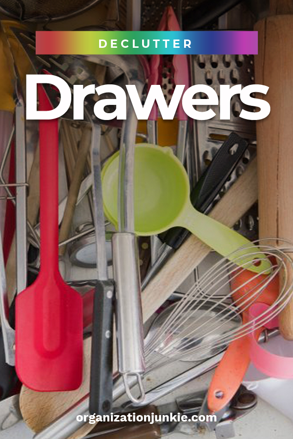 I hate to admit it, but sometimes my drawers are so full of clutter that I can't even open them. It's embarrassing to admit, but I am hoping that at least one of you has had this happen before. I was so tired of the clutter that I learned 5 steps that can help me declutter any drawer from the kitchen, the bathroom, home office and even the proverbial junk drawer. Read this post to learn how you can declutter your drawers. #declutteringtips #howtodeclutterdrawers #easystepstodeclutterdrawers