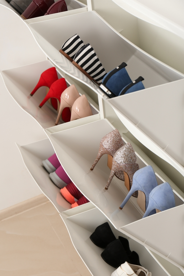 Take a look at these unique ideas for the home. Ways to clean and organize with household items. Even some unique ideas for the bedroom. You definitely want to know these hacks! Check out how you can organize your shoes!