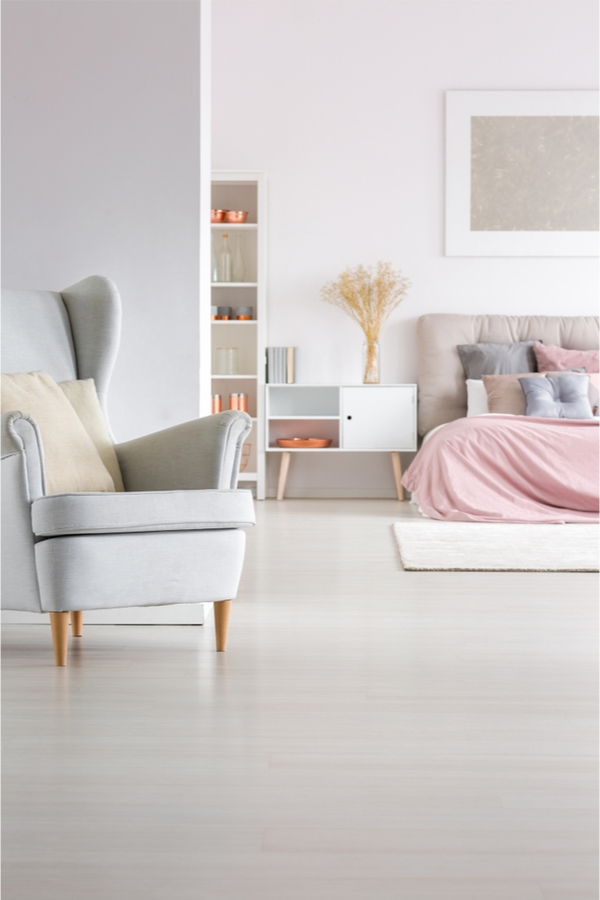 Take a look at these unique ideas for the home. Ways to clean and organize with household items. Even some unique ideas for the bedroom. You definitely want to know these hacks! Check them out!