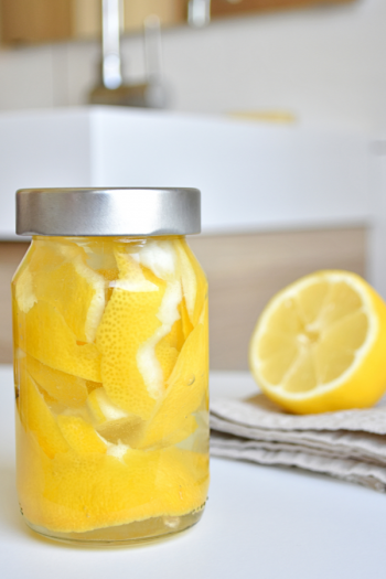 It is really simple to make DIY cleaning wipes. And when they're hard to find in stores, this is especially good news! Recipes for vinegar, alcohol, and bleach-based DIY cleaning wipes. Take a look!
