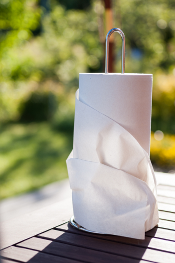 It is really simple to make DIY cleaning wipes. And when they're hard to find in stores, this is especially good news! Recipes for vinegar, alcohol, and bleach-based DIY cleaning wipes. Check them out!