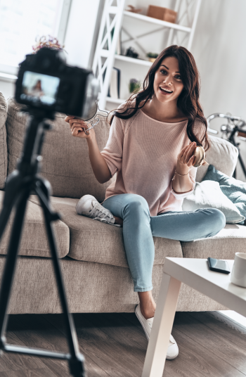 You may be wondering how to create a hobby space in your home? It can be tricky! I'll help you find an empty wall or corner so you can create your vlog!
