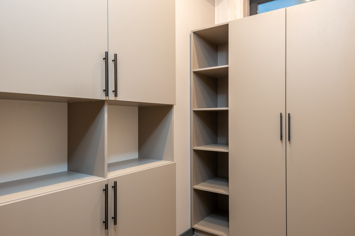 Locket cabinets for schools